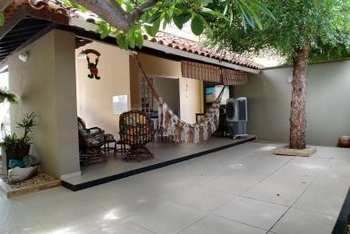 Casa em Condomínio a venda com 04 quartos no Uruguai