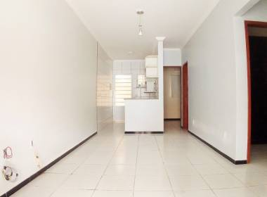 Casa em Condomínio com 03 Quartos na Messejana