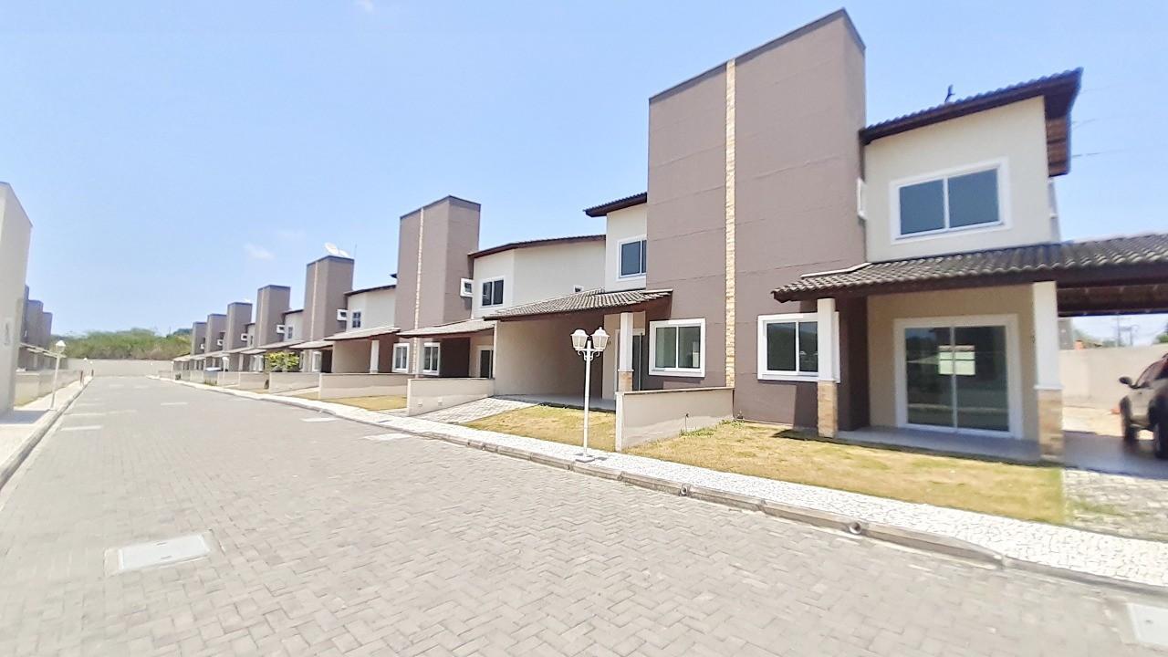 Casa em Condomínio com 04 Quartos no Eusébio