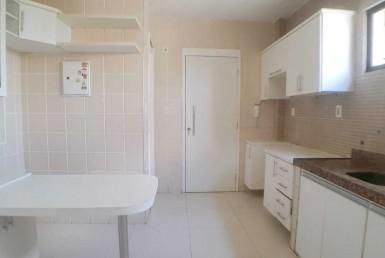 Apartamento com 03 suítes no Papicu