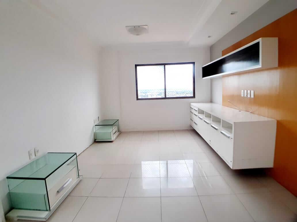 Apartamento a venda no Jóquei com 03 suítes
