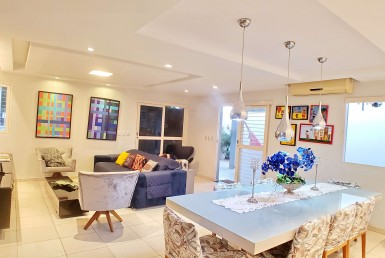 Casa em Condomínio na Santa Lia com 06 Quartos
