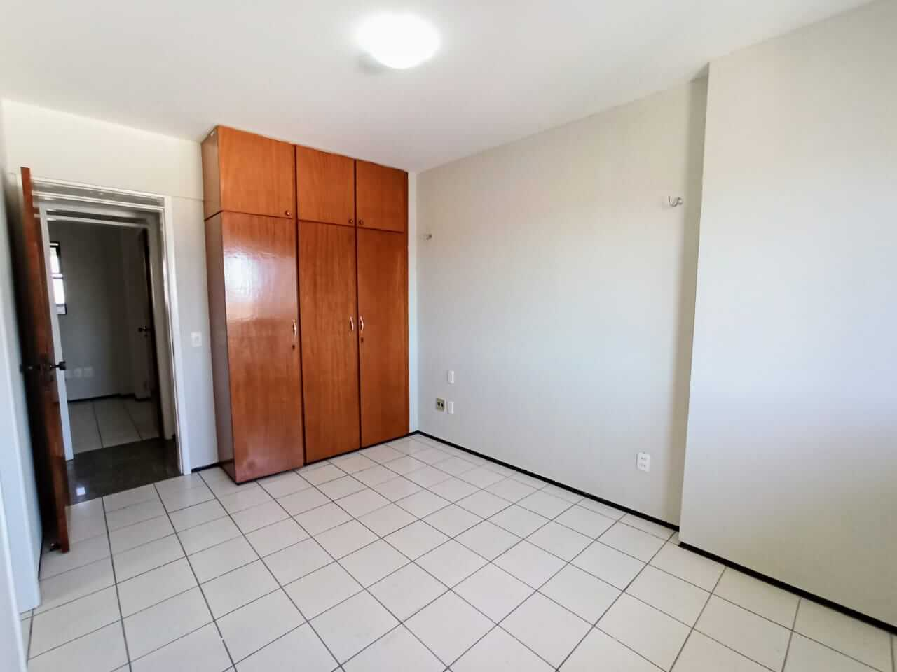 Apartamento com 03 quartos no Varjota