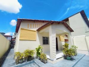 Casa a venda na Messejana com 03 Quartos