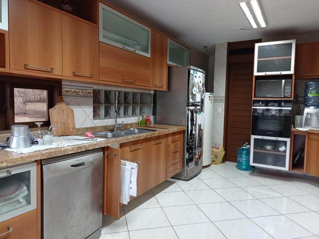 Casa Duplex com 05 Suítes na Sapiranga