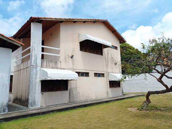 Casa em Condomínio no Luciano Cavalcante com 03 Quartos