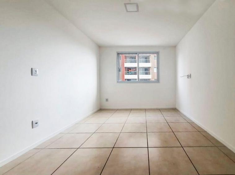 Apartamento no Jóquei com 02 Quartos
