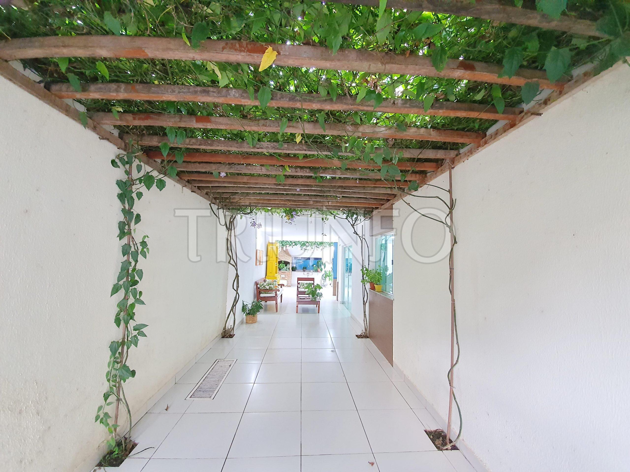 Casa em Condomínio com 03 Suítes no Morros
