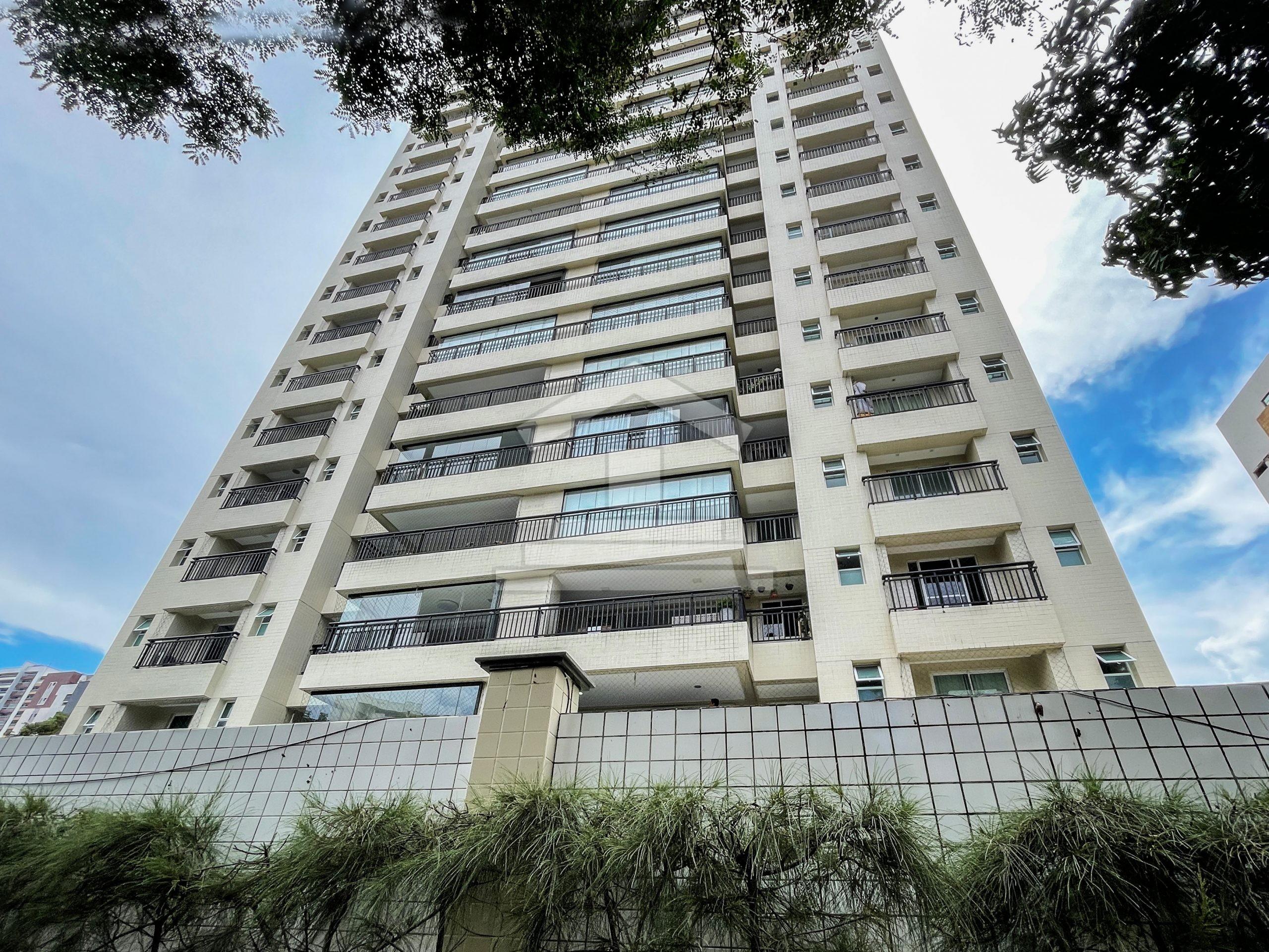 Apartamento no Bairro de Fátima com 03 Suítes