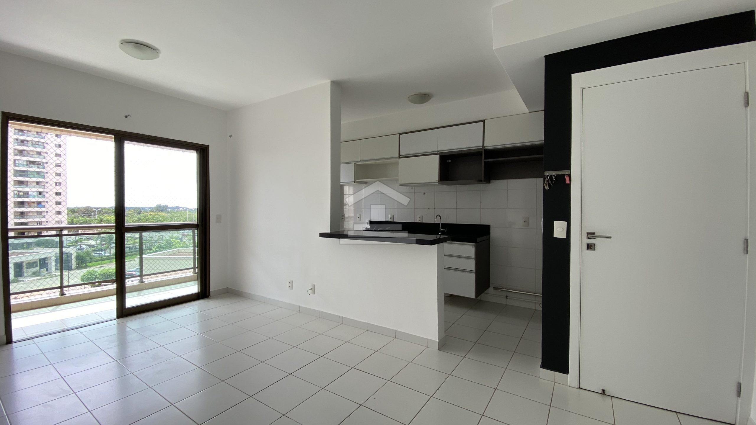 Apartamento no Altos do Calhau com 02 quartos