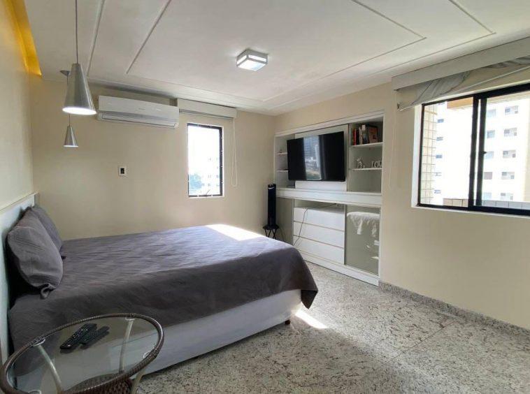 Apartamento na Ponta do Farol com 02 quartos