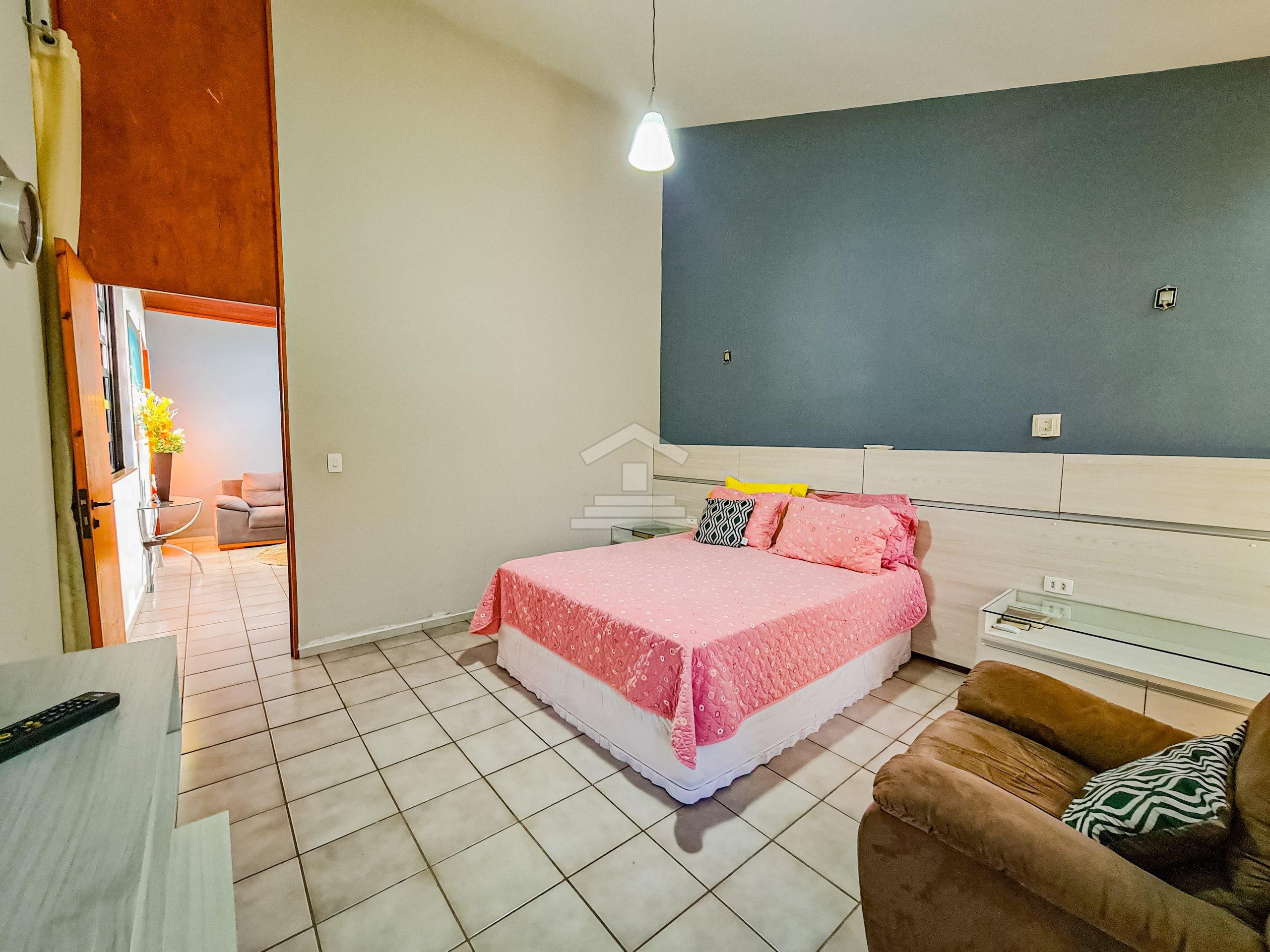 Casa com 06 quartos no Ininga