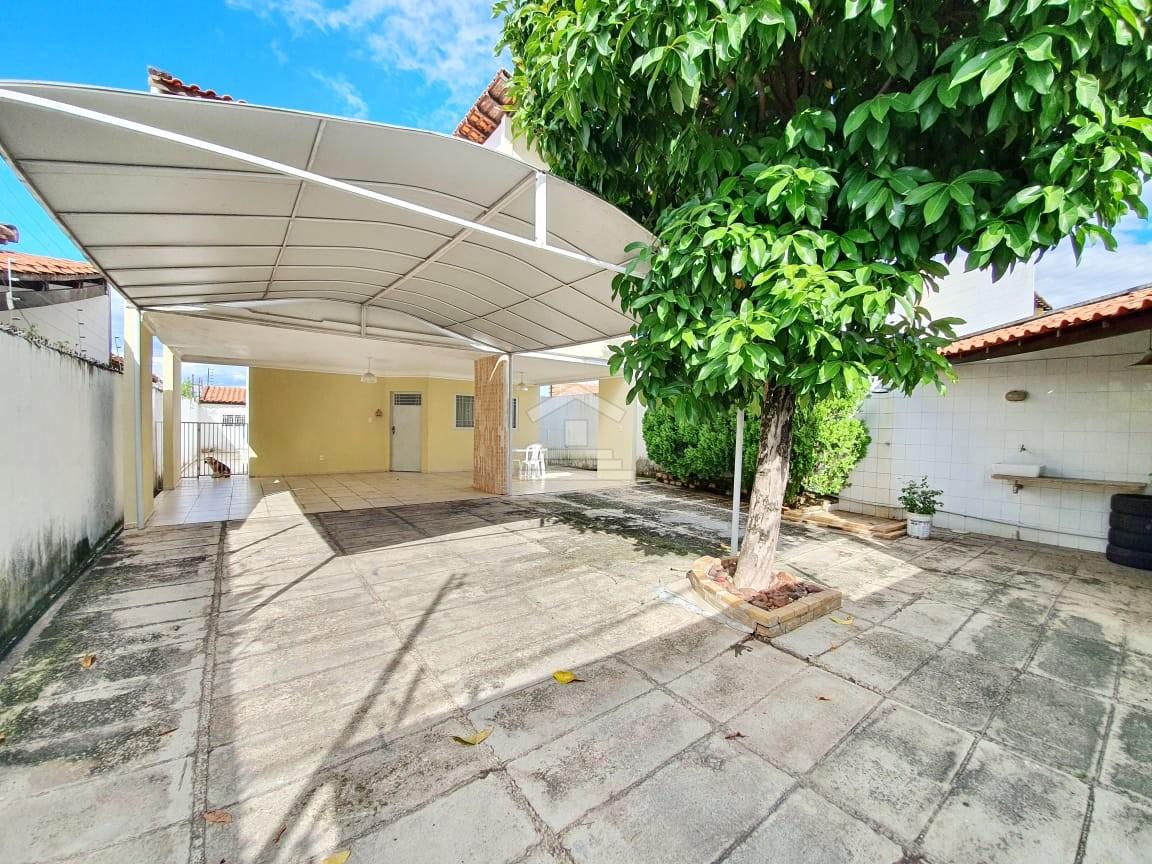 Casa duplex com 03 quartos no Zoobotânico