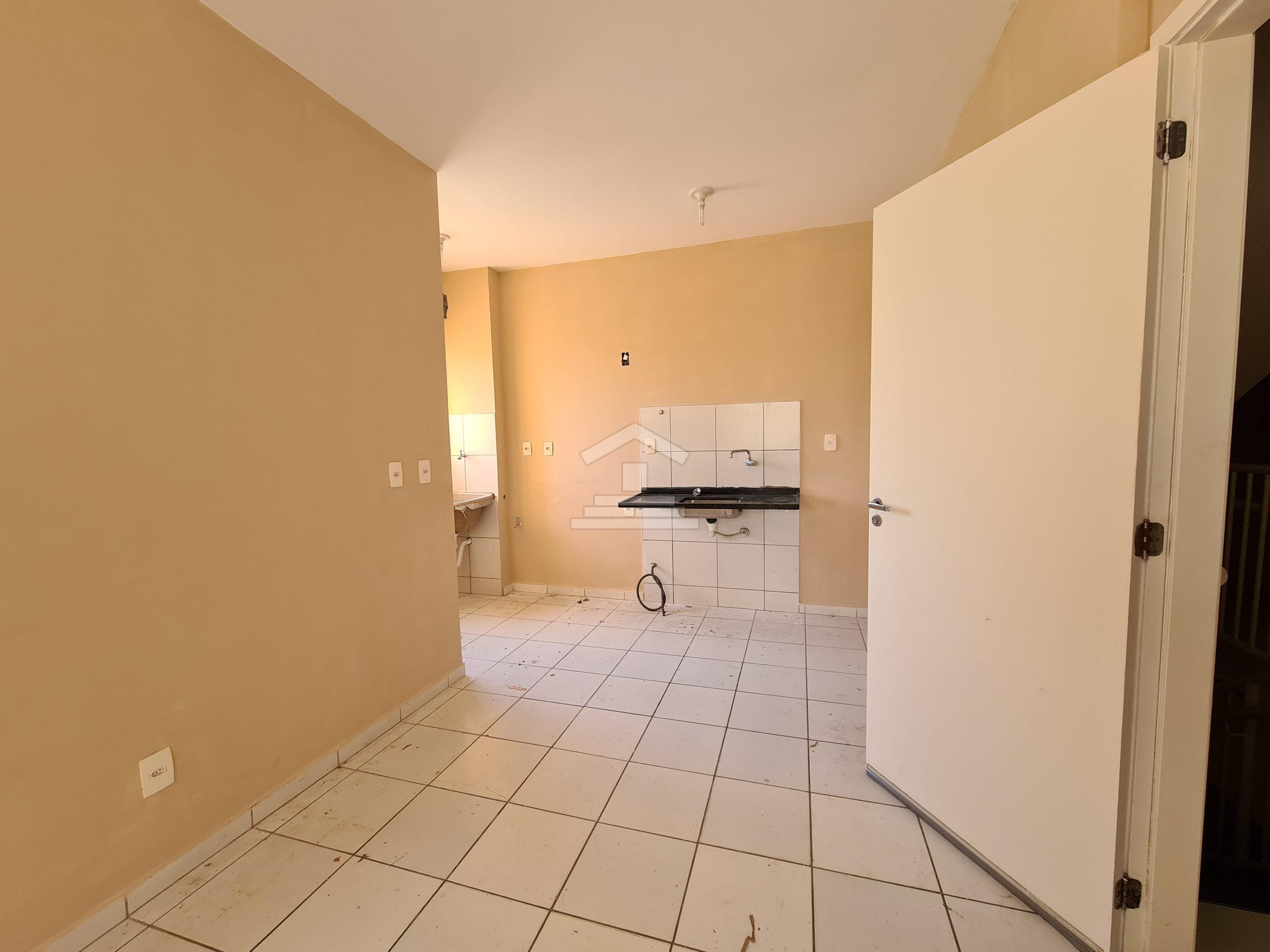 Apartamento na Messejana com 02 quartos