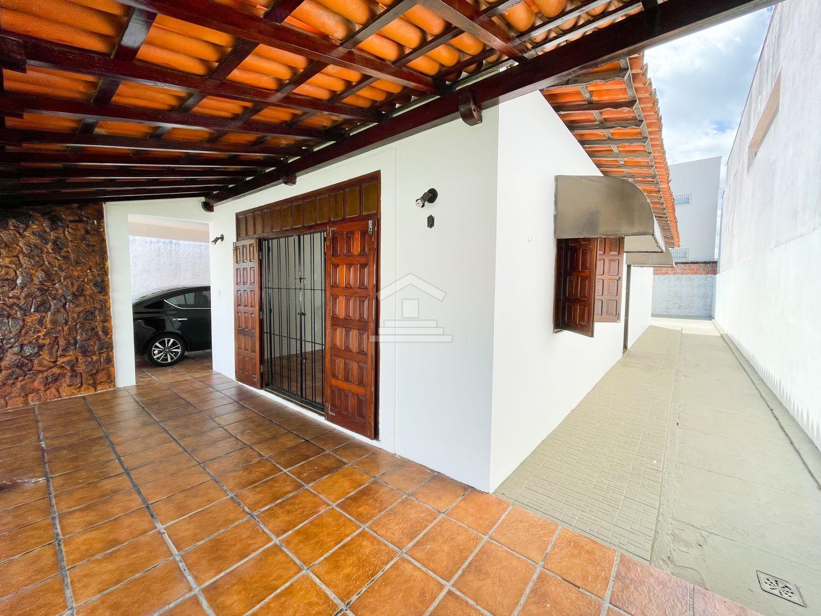 Casa à venda no Renascença com 04 quartos