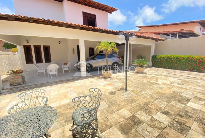 Casa à venda no Calhau com 04 Suítes