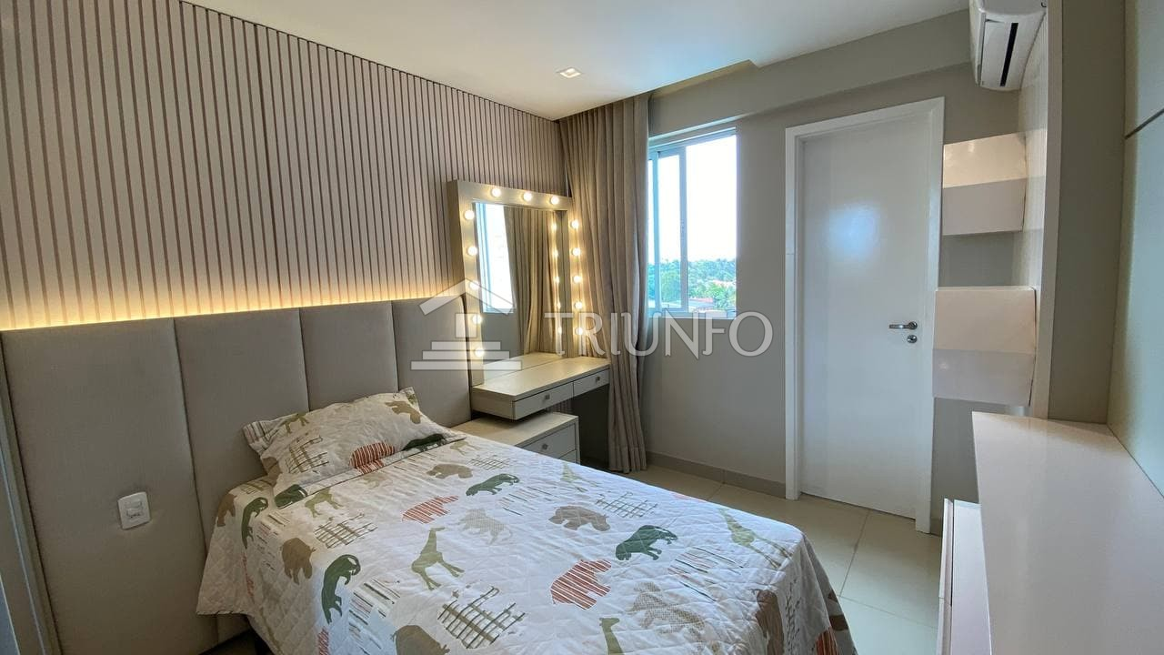 Apartamento com 03 suítes no Calhau