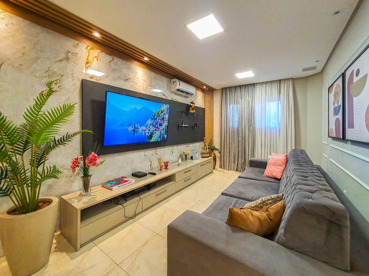 Casa em condomínio com 04 quartos no Cambeba