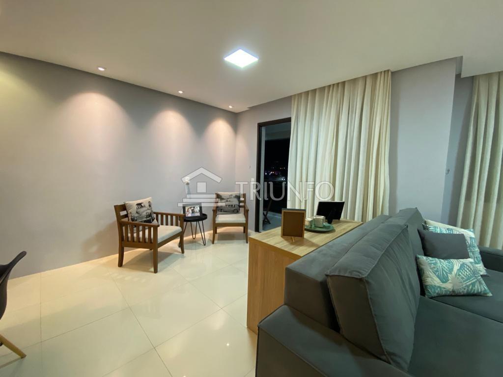 Apartamento com 02 quartos no Altos do Calhau