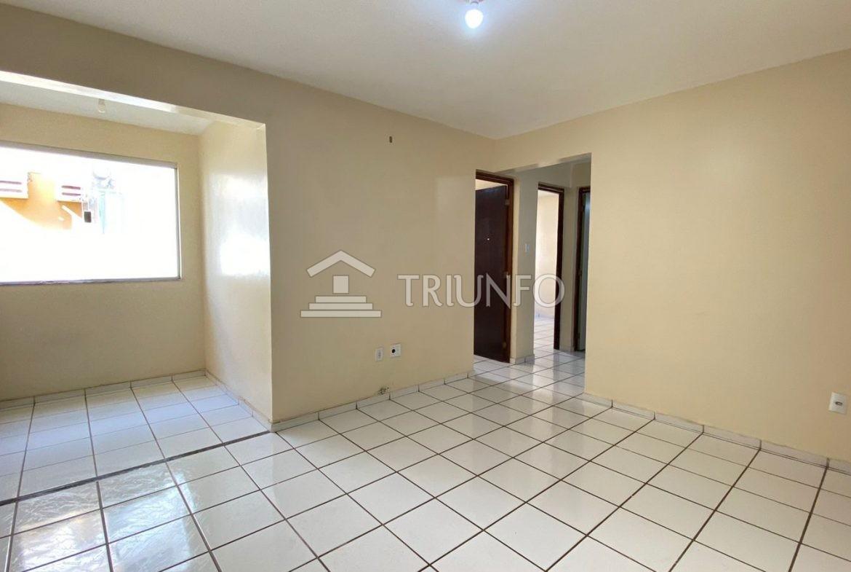 Apartamento com 02 quartos no Angelim