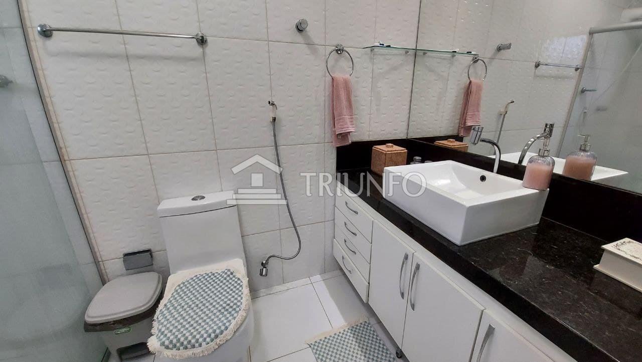 Casa em condomínio com 03 quartos no Turu